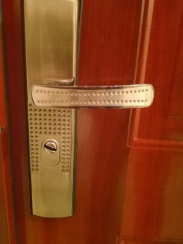 hisec ajtó, hisec ajtózár, ajtózár, kínai ajtózár, HiSec ajtó kilincs csere, kilincs csere